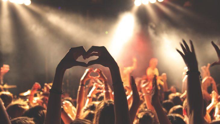 フランス人はみんな知ってる!フランスの鉄板&踊れるパーティーソング10曲!【アップチューン編】