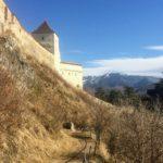 廃墟となった要塞都市からの絶景!ルシュノフ要塞へデイトリップ。