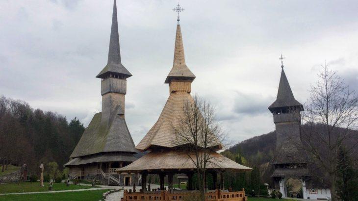 【ルーマニア】1950年代で時が止まった村へ。マラムレシュ地方の木造修道院に感動。