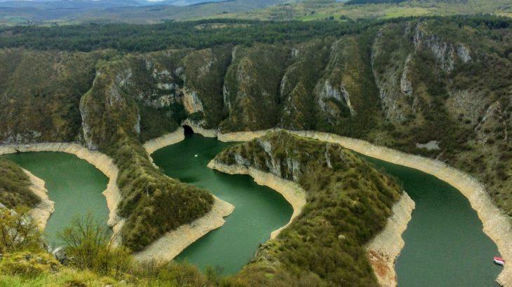 たぶん世界初!セルビア秘境の絶景・ウヴァツ(Uvac)への個人での行き方(車なし)を解説します。