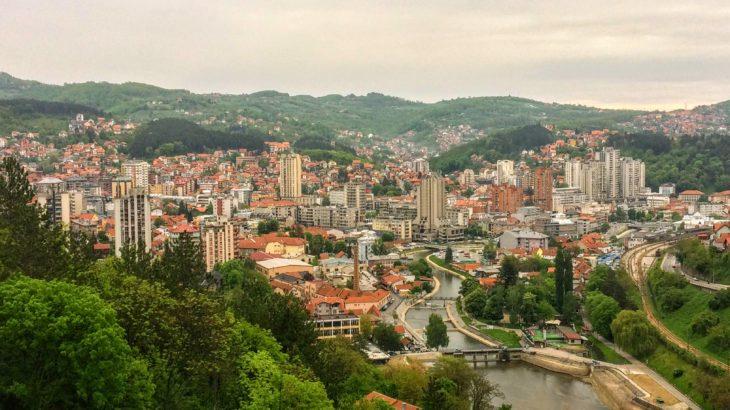 西セルビア観光の拠点!居心地抜群なウジツェの観光スポット、名物グルメスポットとホステル情報。