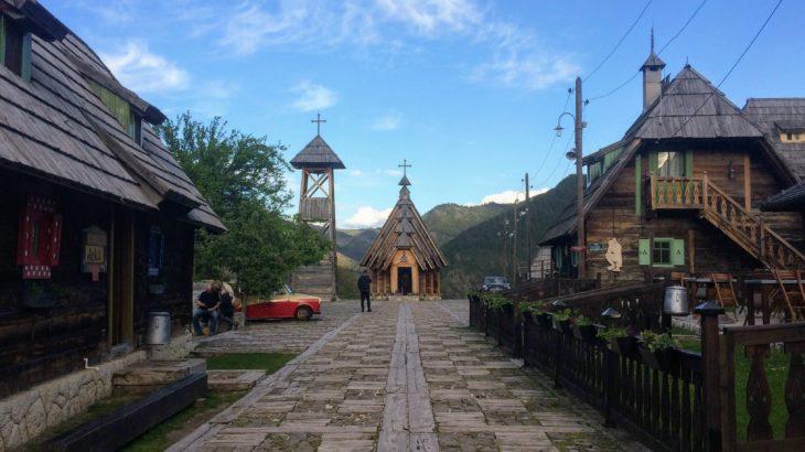山の中のテーマパーク・ビレッジ!モクラ・ゴラの観光スポット、アクセス、おすすめ宿情報。