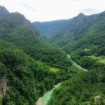 モンテネグロの秘境!ドゥルミトル国立公園の黒い湖とタラ渓谷にかかる橋。【アクセス・宿情報】