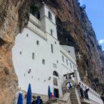 奇跡が起こる場所。オストログ修道院のミイラを見る巡礼旅のすすめ【アクセス情報】