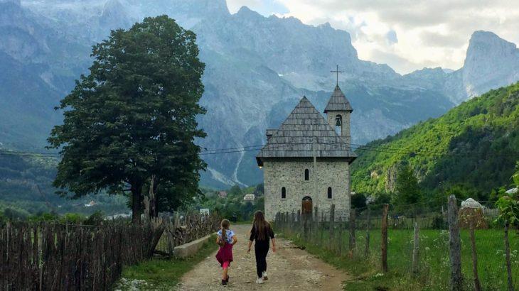 アルバニア観光のハイライト!呪われた山の麓の宝石・テスでしたい5つのこと。
